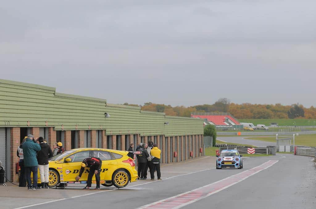 a nice quiet day at snetterton