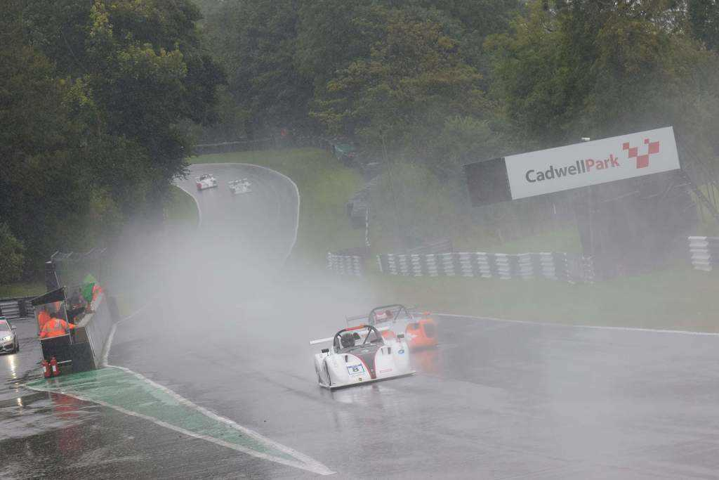 SR1 in the wet at Cadwell Park
