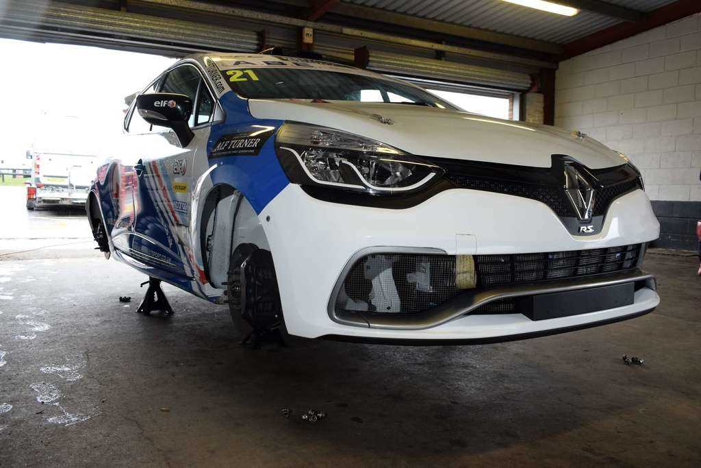Clio Cup Car on Jacks in Snetterton Pits